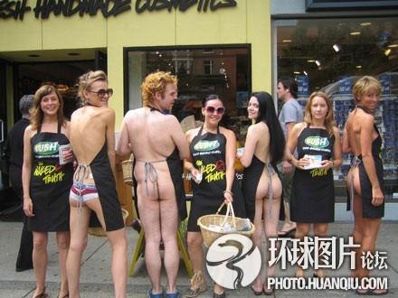 美国费城街头裸女促销员